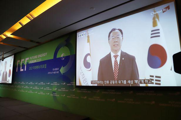 문승욱 산업부장관이 17일 조선비즈가 주최한 '2021 미래에너지포럼'에 영상 메시지를 통해 축사를 하고 있다./ⓒ조선비즈