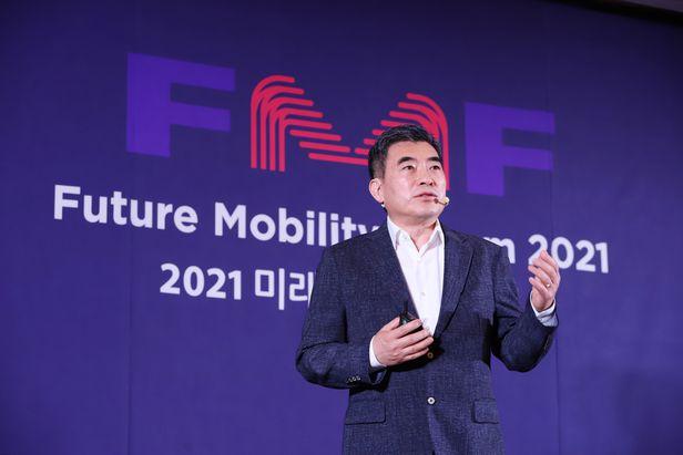 신재원 현대자동차 UAM사업부장(사장)이 20일 열린 '2021 미래모빌리티 포럼'에서 'UAM의 기회와 도전과제'를 주제로 강연하고 있다. /ⓒ조선비즈